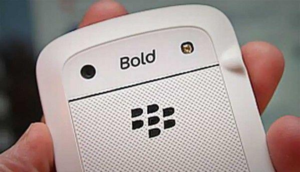 RIM launches white BlackBerry Bold 9900 in India