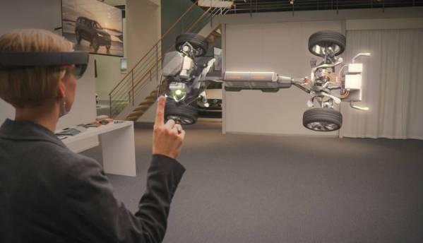 Microsoft HoloLens runs 5.5 hours on a single charge