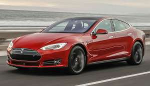 Tesla Model S crashes with Autopilot active, driver dies