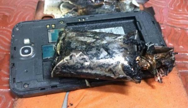 Samsung Galaxy Note 2 catches fire onboard IndiGo flight