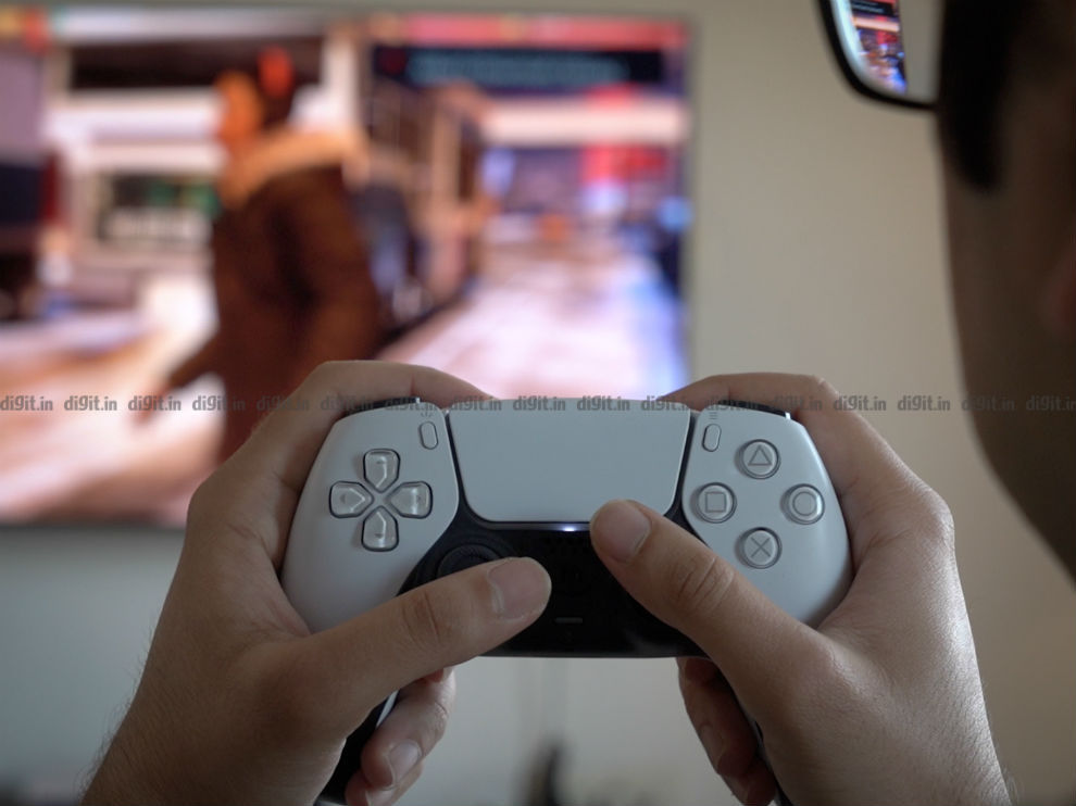 The DualSense controller is comfortable to use for long hours of gaming.