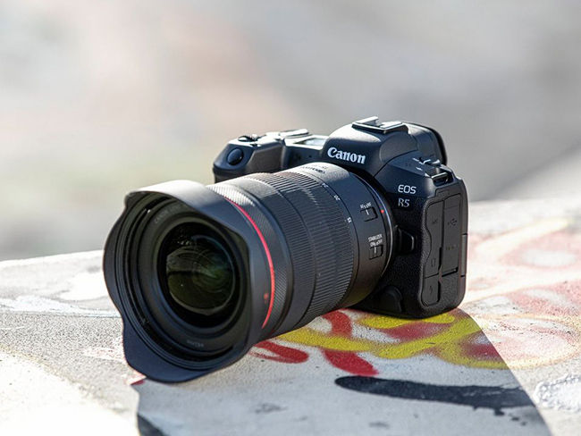 Canon EOS R5 has received its first firmware update that improves image stabilisation performance amongst others.