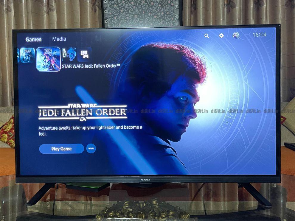 रियलमी 32-इंच FHD टीवी पर गेमिंग।