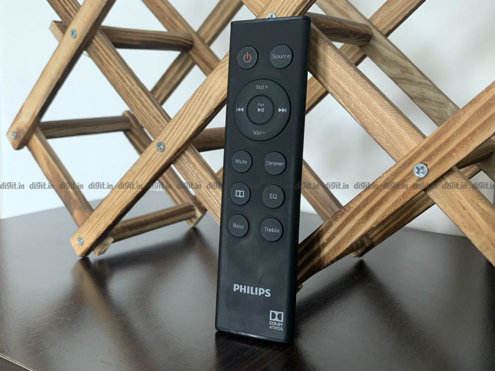 The Philips 3.1 soundbar comes with a simple remote control.