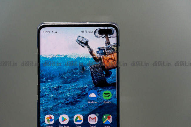 Samsung Galaxy S10 Users Can Hide The Punch Hole Cameras Using These