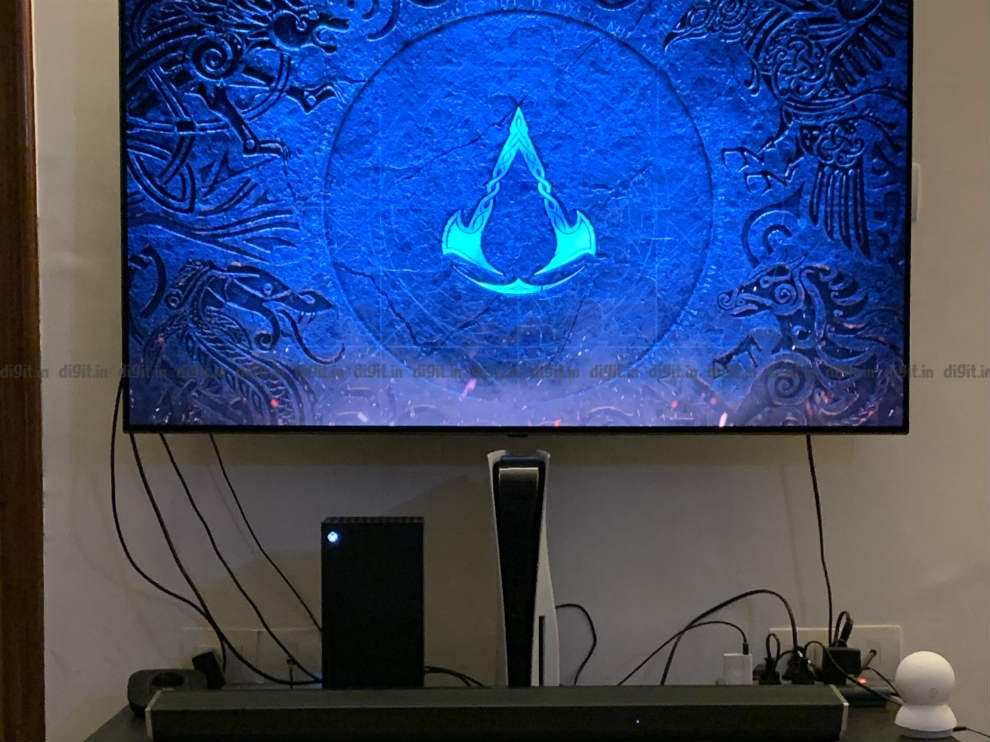 PS5 and Xbox Series X connected to an LG B9 OLED TV.