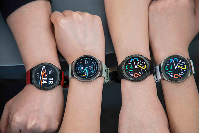 The Huawei Watch GT2e boasts a 2 week battery life and also comes with an SpO2 meter