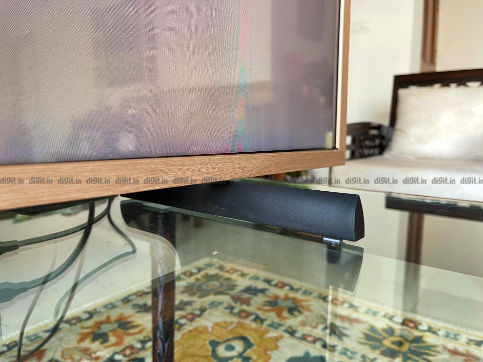 सैमसंग फ्रेम को 2 फीट पर एक टेबल पर रखा जा सकता है।