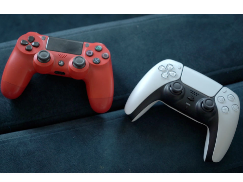 DualShock 4 vs DualSense controller.