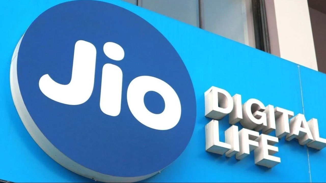 Reliance Jio Data Pack offers 2GB free complementary data to ease your month-end recharge woes   Digit