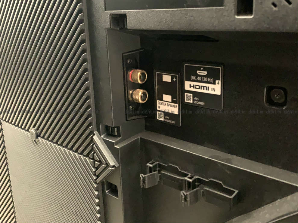 The Sony Z8H can be used as the centre speaker in a home theatre.