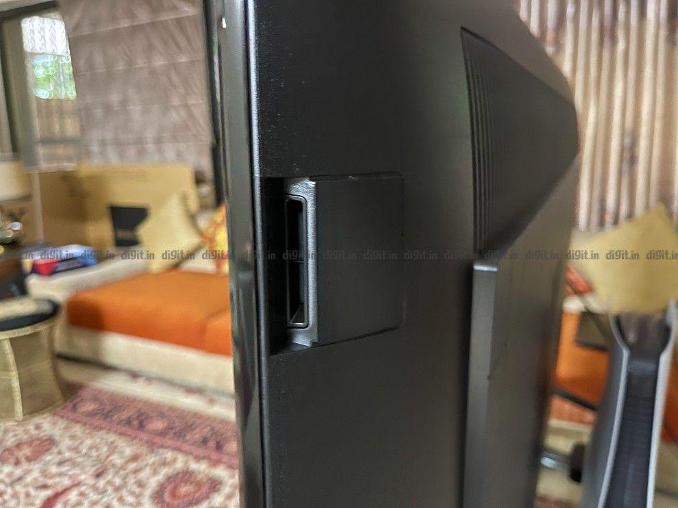 The Sony X90J has two side firing tweeters.