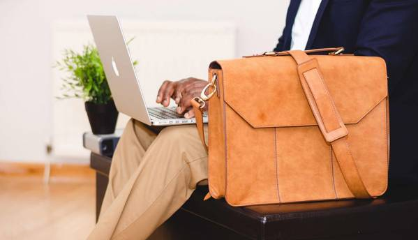 Picking an appropriate messenger bag for your laptop