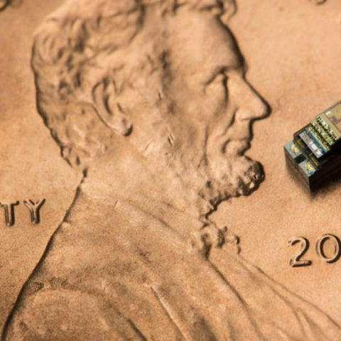 """Michigan Micro Mote is world's smallest """"computer"""" that measures 0.3mm to a side"""