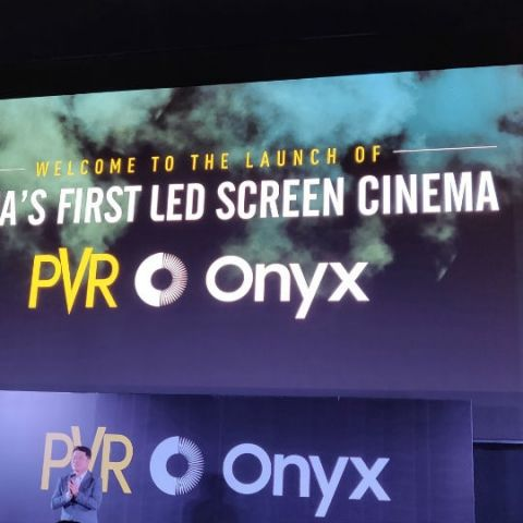 Can Samsung Onyx screens replace traditional projectors in a theatre?