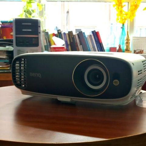 BenQ W1700 Projector Review