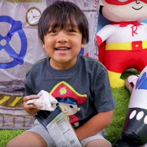 Seven-year-old YouTube toy reviewer rakes up Rs 155cr in one year, becomes highest-earning creator in 2018