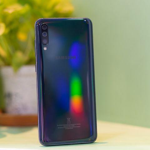 Samsung Galaxy A70 128GB Review
