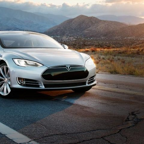 "Tesla's Summon feature will allow cars to ""park and unpark"" themselves"