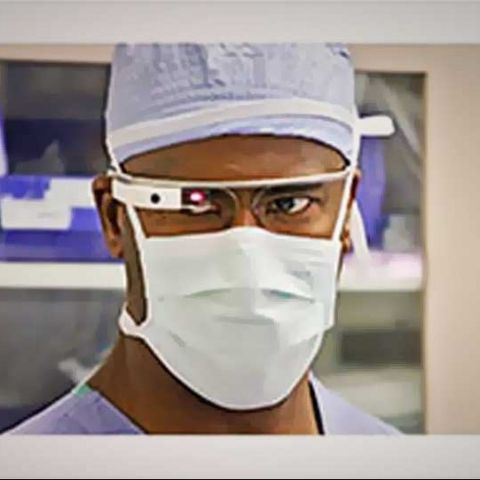Doctors use Google Glass in a cancer surgery