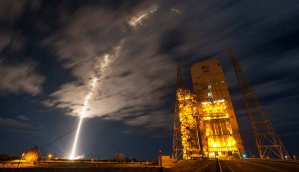 In Pictures: Delta IV Heavy's beautiful launch on a secret mission