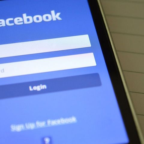 Facebook rolls out multilingual support