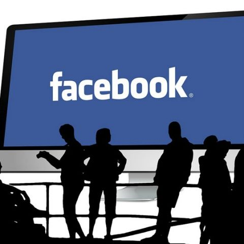 Facebook testing 'jobs', takes on LinkedIn, Glassdoor