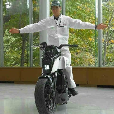 CES 2017: Honda unveils self balancing, driverless bike which does not require a stand