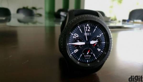 Samsung's next wearable could be a hybrid of Gear S3 and Gear Fit 2