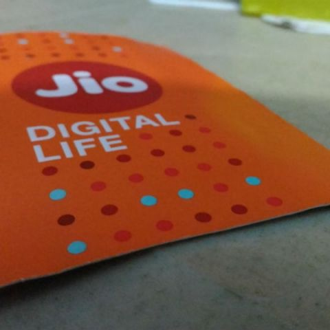 Reliance Jio now has 215 Million subscribers, records 642 crore GB data consumption in Q2 2018