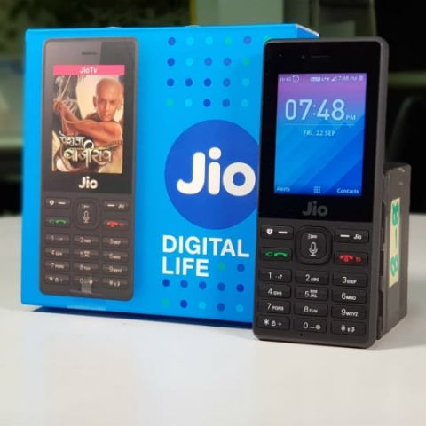 "JioPhone First Impressions: What exactly is a ""smart"" feature phone?"