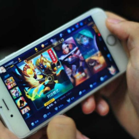 Smartphone gaming addict goes blind in one eye after playing for 24 hours non-stop