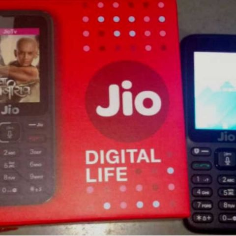 Non-transferable JioPhone now selling on OLX for as low as Rs 700