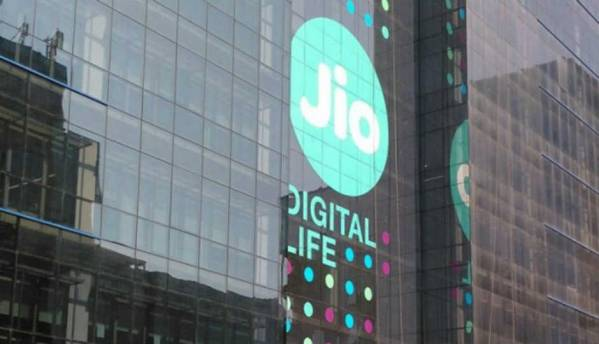 Reliance Jio outperforms other network operators in terms of average 4G download speeds