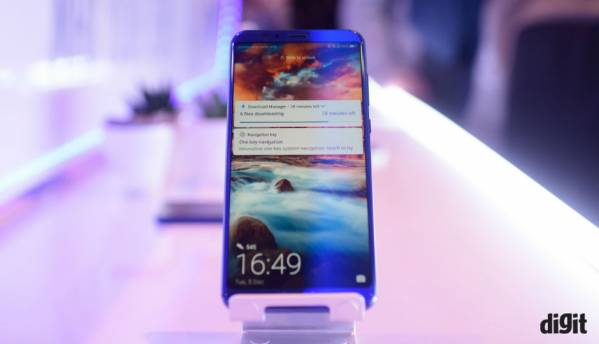 Honor View 10: In Pictures