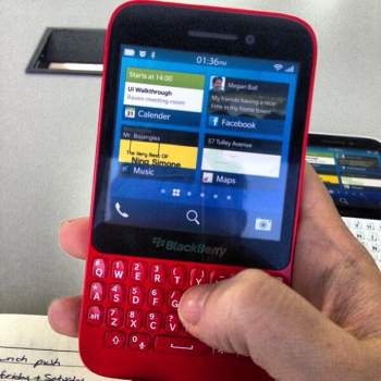 Supposed BlackBerry R10 pictures leak