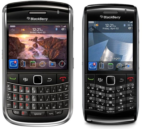 BlackBerry Bold 9650 (left) and Pearl 3G